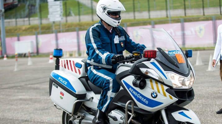 Motoros rendőr mentette meg az egyik debreceni benzinkúton egy idős férfi életét