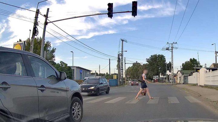 VIDEÓ: Ledudálja, mert előtte valaki meg mert állni a gyalogosnak