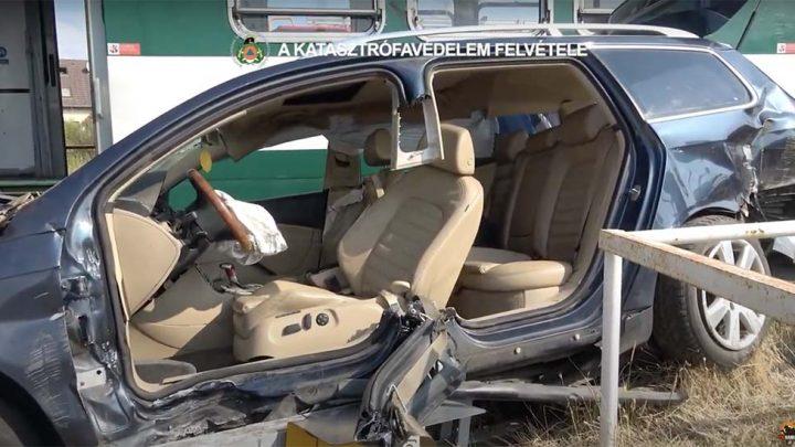 VIDEÓ: 3 embert kellett kimenteni egy autóból, ami HÉV-vel karambolozott Csömörön
