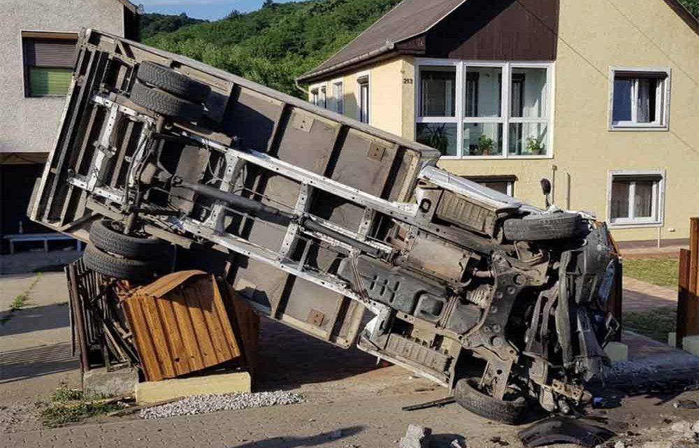 Elkötötte a 17 éves srác a teherautót. Ez lett belőle…