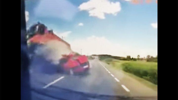 VIDEÓ: Fedélzeti kamera rögzített egy tegnapi szörnyű balesetet Romániában