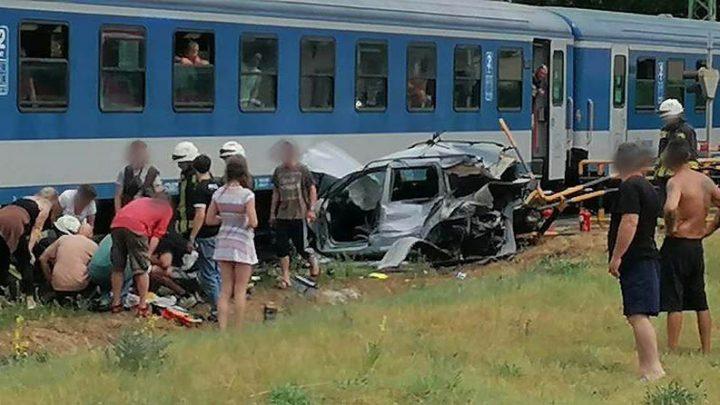 Sínekre hajtott Siófokon. Jött a vonat. A sofőr súlyosan megsérült