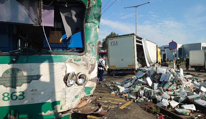 Lelépett a helyszínről a kamionsofőr, aki a hévvel ütközött tegnap Soroksáron