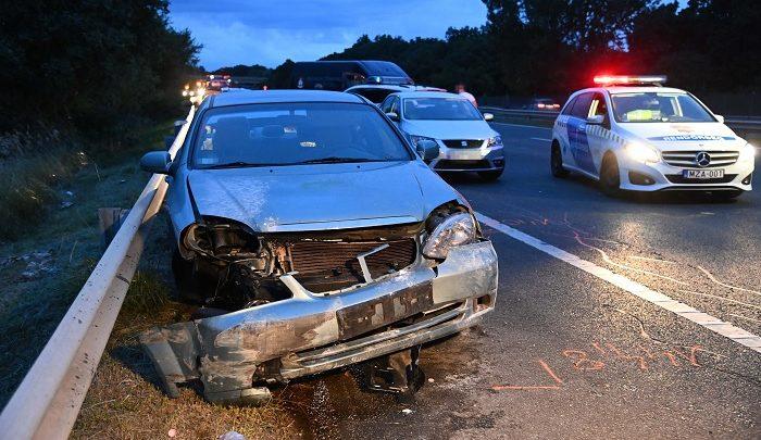 FOTÓK: 10 éves kislány vesztette életét tegnap az M7-es autópályán történt balesetben
