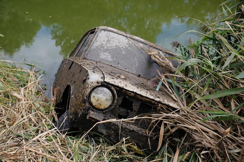 FOTÓK: Több mint húsz éve ellopott autóra találtak rá a Zala folyóban