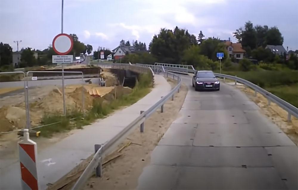 VIDEÓ: Ezek után tutira komolyan veszi a piros lámpát