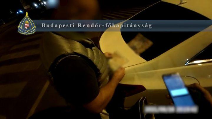 VIDEÓ: Lakossági panasz miatt vadásztak gyorshajtókra a rendőrök az Andrássy úton