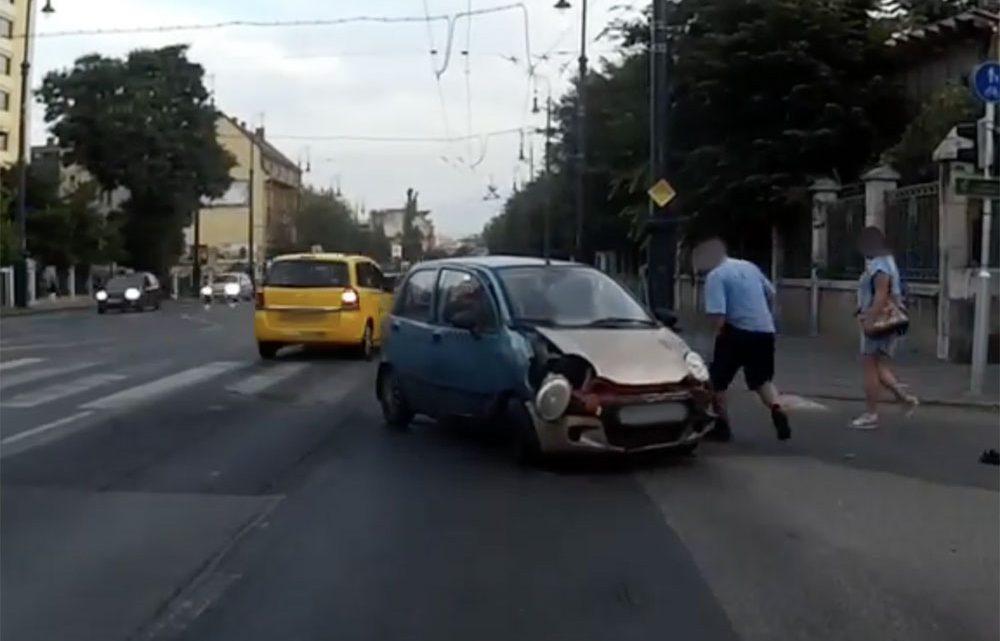 VIDEÓ: Hatalmas balesetet rögzített ma reggel a Dózsa György úton egy fedélzeti kamera