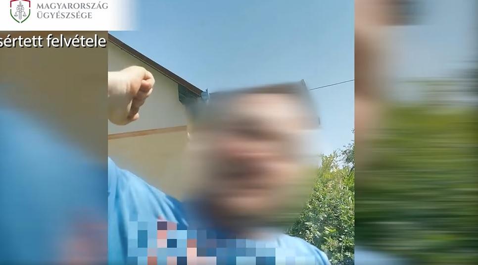 VIDEÓ: Rátámadt egy nőre, mert azt hitte, hogy büntetőzött – Ütötte-verte az autót ahol érte