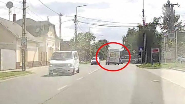 VIDEÓ: Óriásit mentett a furgon sofőrje az 51-esen