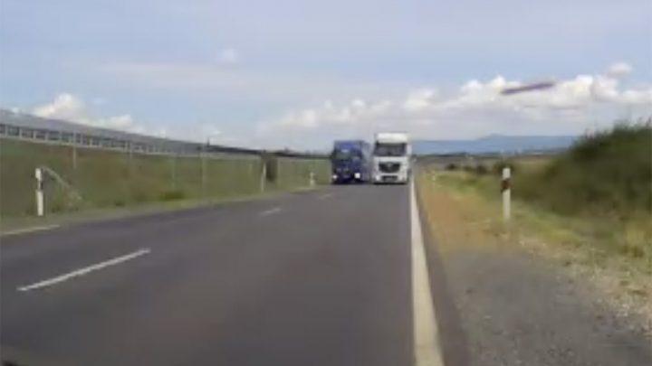 VIDEÓ: Meneküljön, ki merre lát. Jön…