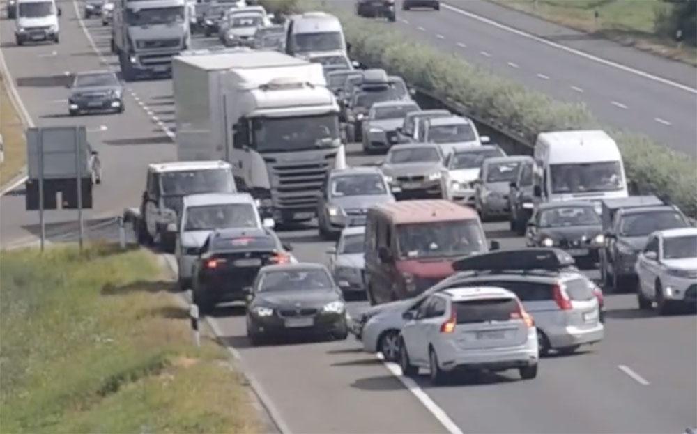 VIDEÓ: Elképesztő káoszt rögzítettek hazai autópályákon a Magyar Közút kamerái