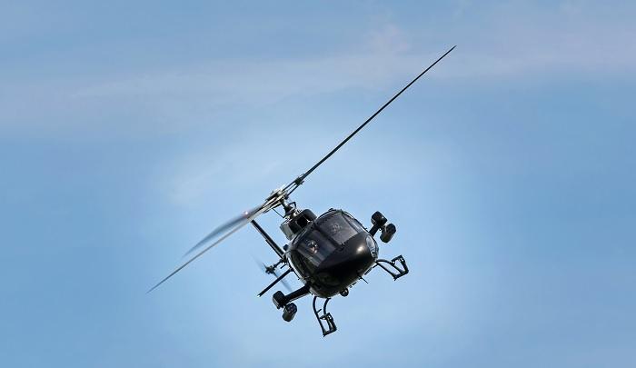 Vádat emeltek a helikopter pilóta ellen, aki egy autó parkolóban szállt le, hogy vegyen egy kis fagyit