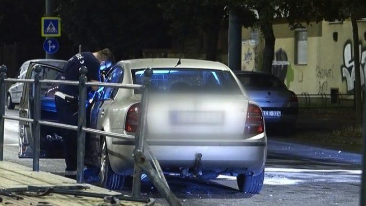 VIDEÓ: Elaludhatott vezetés közben az a sofőr, aki letarolta egy villamosmegálló korlátját Szegeden