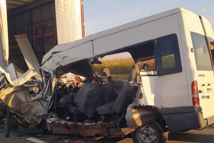 Öten haltak meg egy balesetben az M4-es autóúton