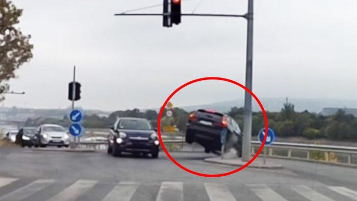 VIDEÓ: Ismét hatalmas balesetet rögzített egy fedélzeti kamera, ezúttal a 13. kerületben