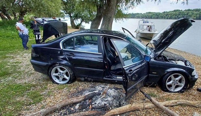FOTÓK: Micsoda ötlet – A Dunában akarta elrejteni a lopott autót egy férfi
