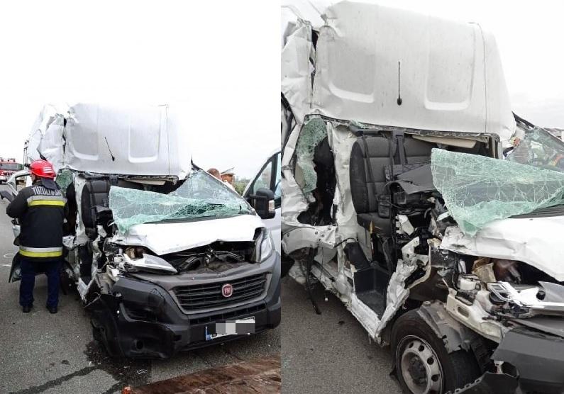 FOTÓK: Kisbusz és kamion ütközött reggel az M1-es autópályán