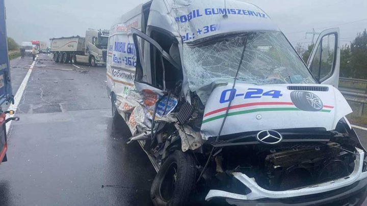 FOTÓK: Baleset történt az M3-as autópályán, Polgárnál