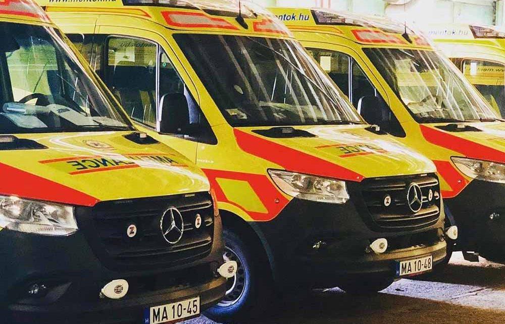 """""""Álljanak már el az útból!"""" A mentők nyomába eredt a türelmetlen sofőr"""