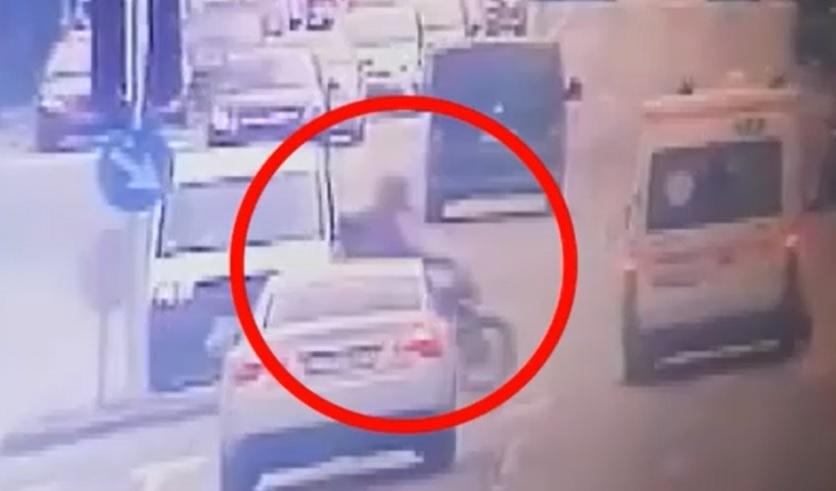 VIDEÓ: Gyanúsított lett annak a mentőautónak a sofőrje, amelynek nekiütközött és meghalt egy fiatal motoros márciusban