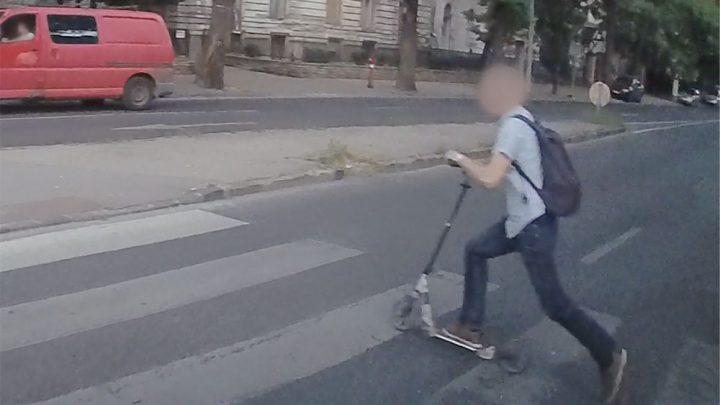 VIDEÓ: Így jelensz meg a semmiből egy gyors mozgású rollerrel a gyalogátkelőn
