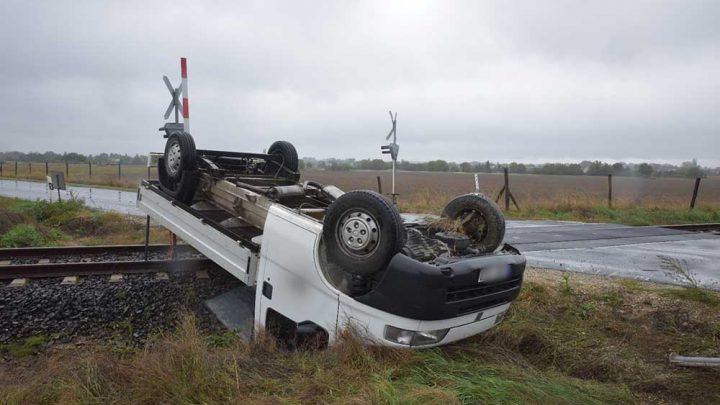 Uralmát vesztette a vasúti átjáróban a jármű felett egy sofőr