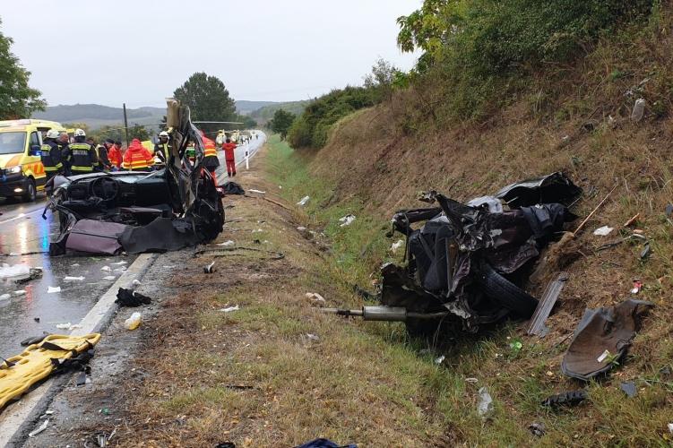 FOTÓK: Három ember vesztette életét a tegnapi balesetben a 65-ös főúton