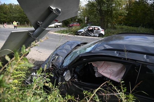 FOTÓK: Nem adta meg az elsőbbséget  – Halálos baleset történt az 51-es főúton