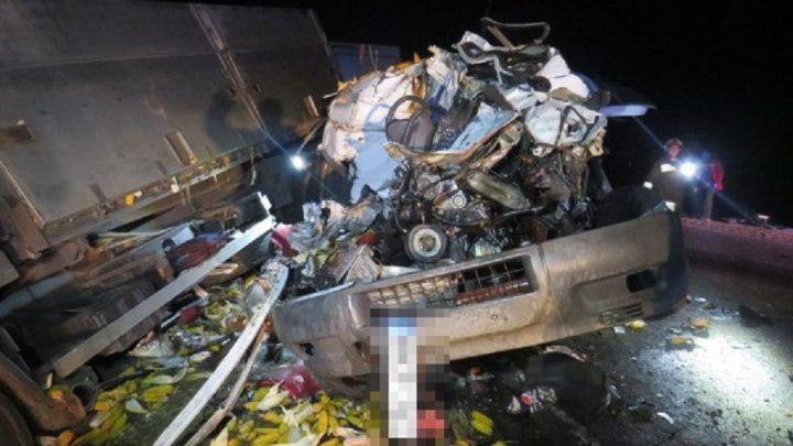 FOTÓK: Brutális baleset történt éjjel Jászberénynél – Három ember meghalt a frontális karambolban