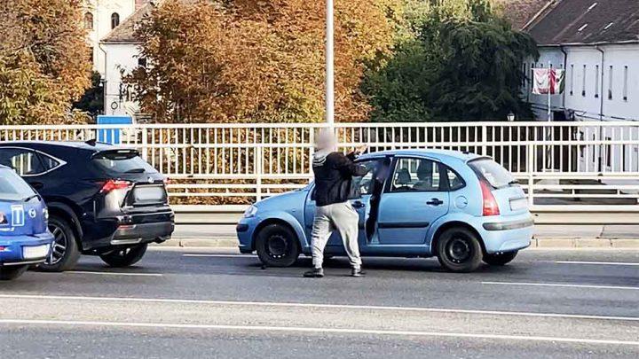 VIDEÓ: Nem volt kedves a Lexusos úr, aki a Citroen sofőrjére rávágta az ajtót az Árpád hídon ma délelőtt