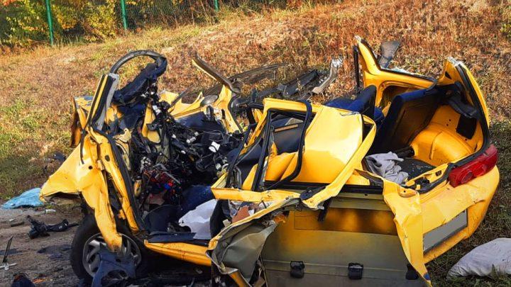 FOTÓK: Kamion és személyautó ütközött Budaörsön, a személyautó sofőrje életét vesztette