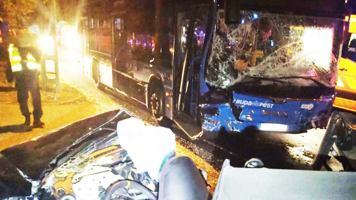 Ketten meghaltak Csepelen, amikor egy menetrend szerint közlekedő busszal karamboloztak szombat éjjel