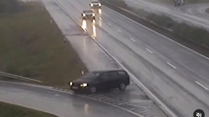 VIDEÓ: A lehajtón nem sikerült, ezért inkább a felhajtón tért le az M1-es autópályáról egy autós