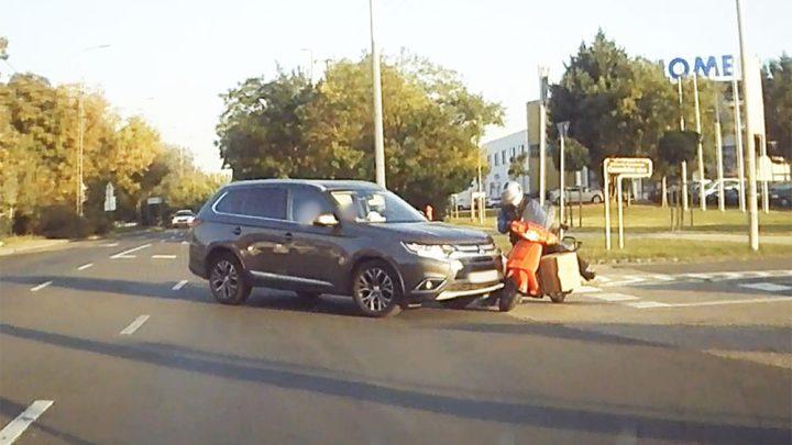 Videón, ahogy elütik a robogóst, pedig körültekintő volt