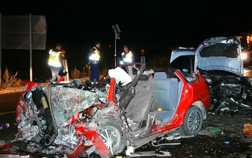 VIDEÓ: Nem vette észre a terelést egy autós és frontálisan ütközött – Hárman életüket vesztették